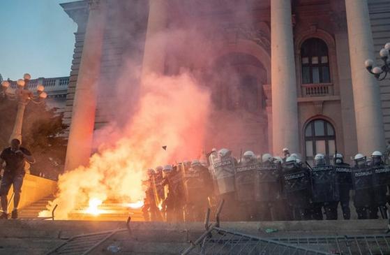 تاکید معترضان صربستان بر استعفای رئیس جمهور