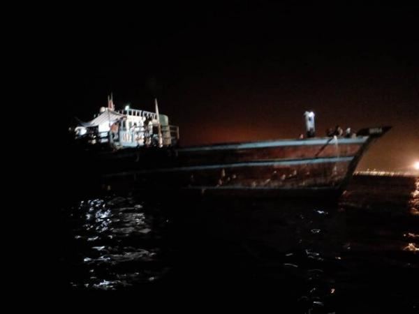 نجات لنج تجاری از غرق شدن در کنگان